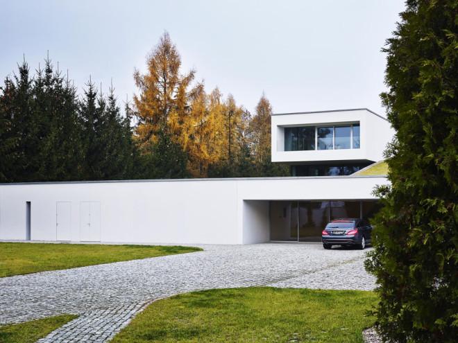 Auto-Family House / KWK Promes Robert Konieczny
