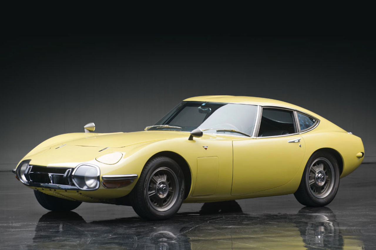 1967-toyota-2000gt-1.2-million-usd-auction-1