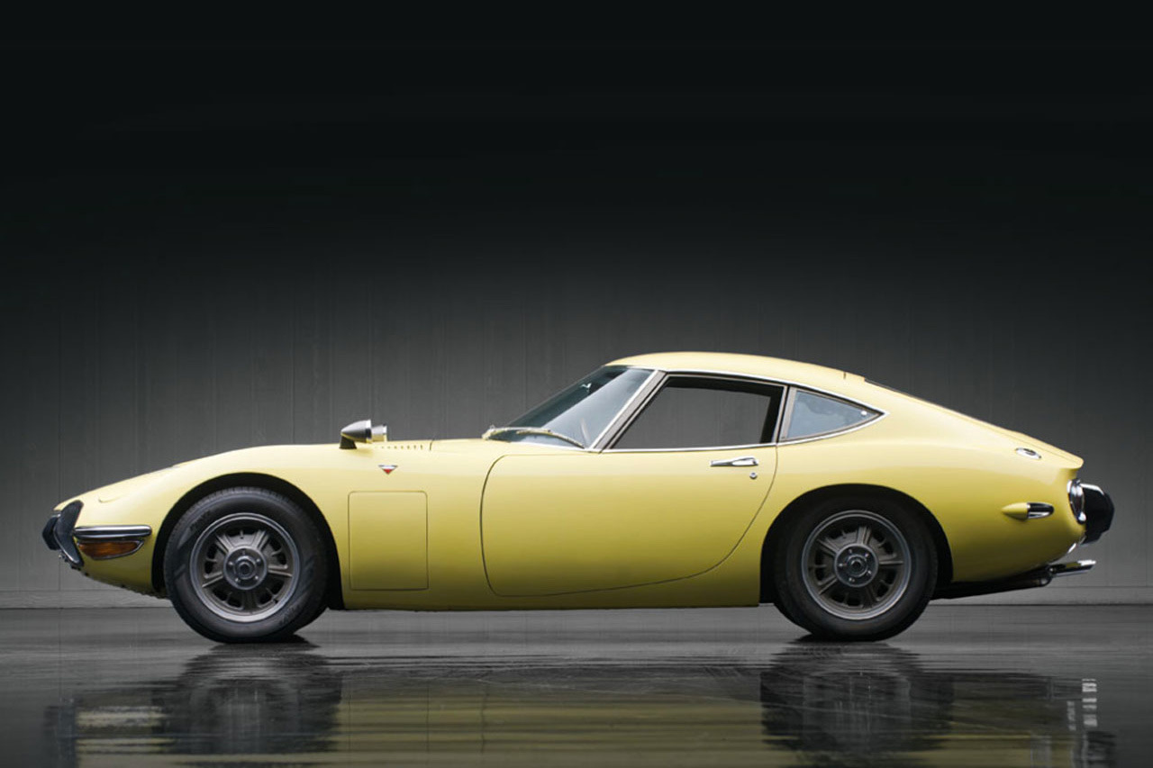 1967-toyota-2000gt-1.2-million-usd-auction-2