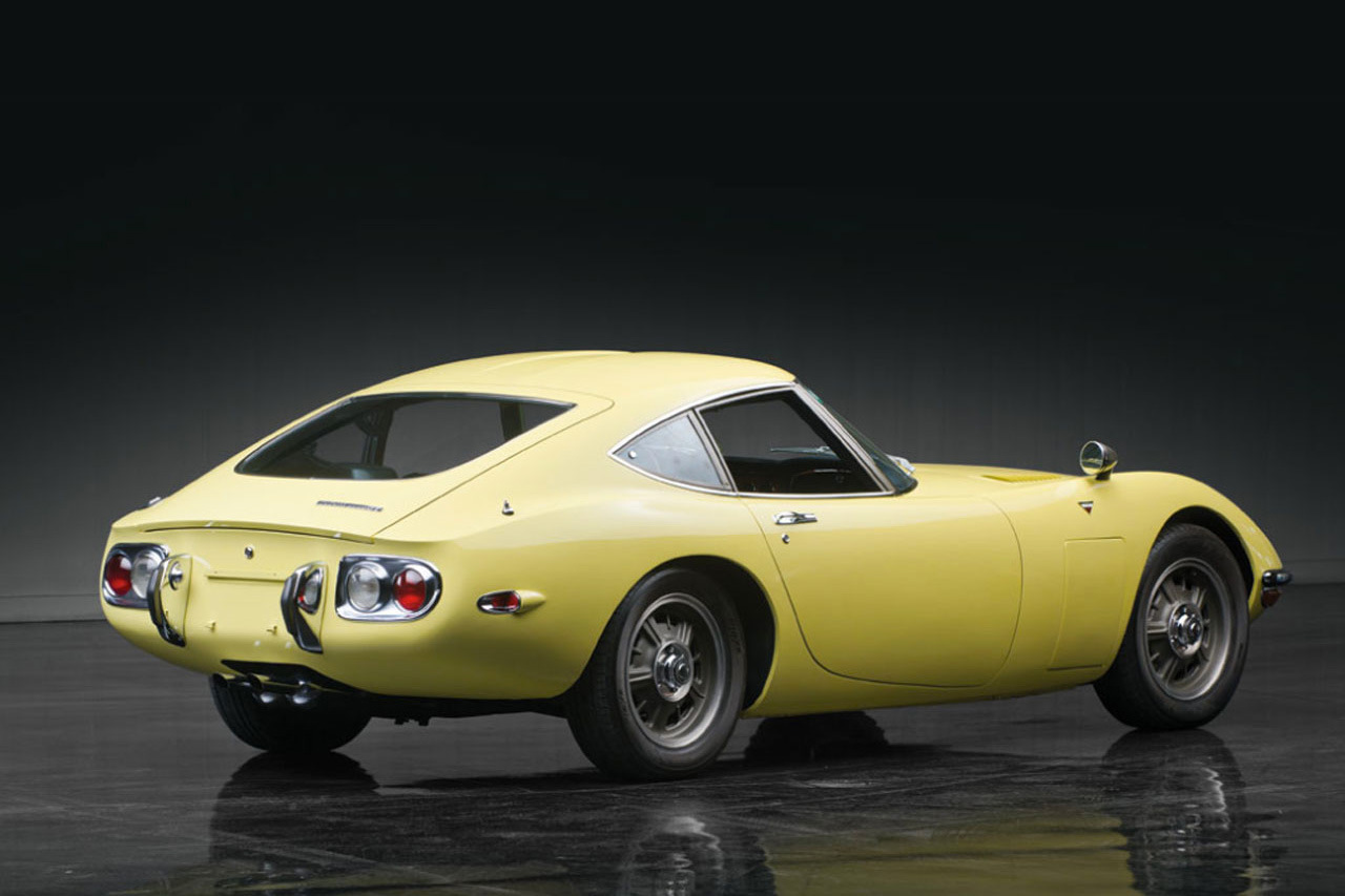 1967-toyota-2000gt-1.2-million-usd-auction-3