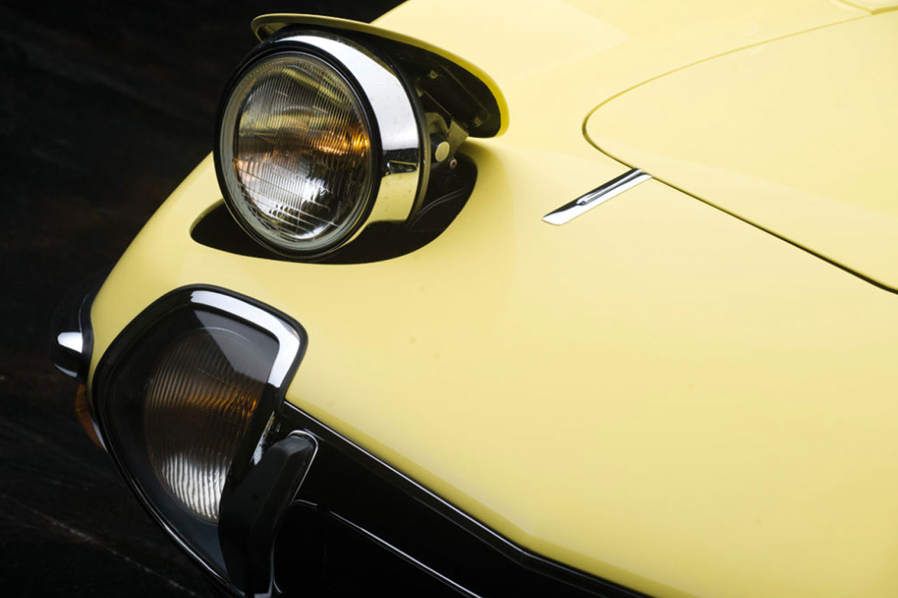 1967-toyota-2000gt-1.2-million-usd-auction-5