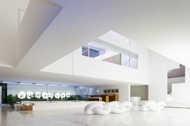Miguel-Angel-Aragonés's-Style-for-a-Mexico-City-Modern-Home-11-800x530-660x437