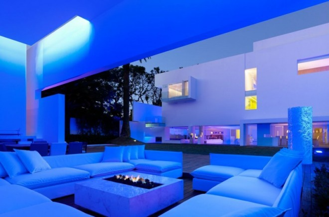 Miguel-Angel-Aragonés's-Style-for-a-Mexico-City-Modern-Home-22-800x530-660x437