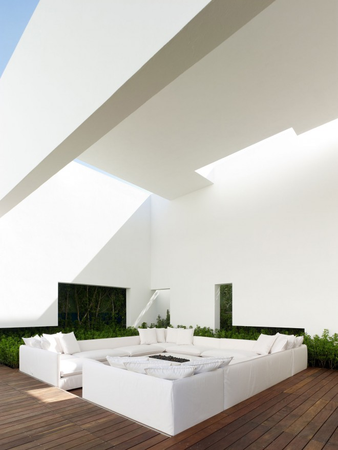 Miguel-Angel-Aragonés's-Style-for-a-Mexico-City-Modern-Home-4-660x879