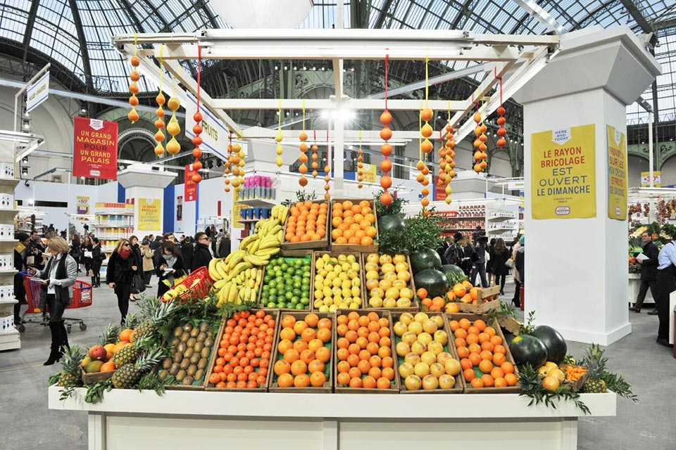 chanel-fall-winter-2014-grocery-store-runway-show-05