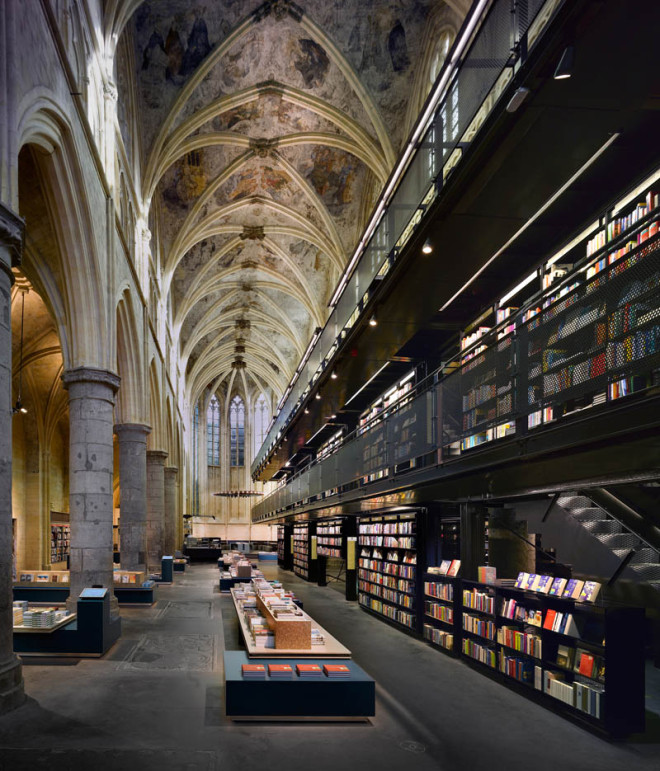 selexyz-dominicanen-bookstore-church-conversion-netherlands-4-660x771